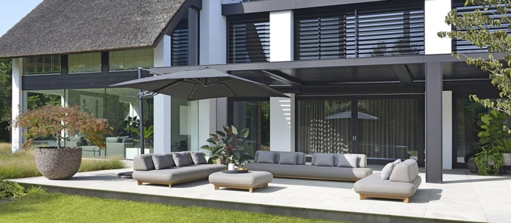 Max Luuk Liam outdoor bank lounge terras